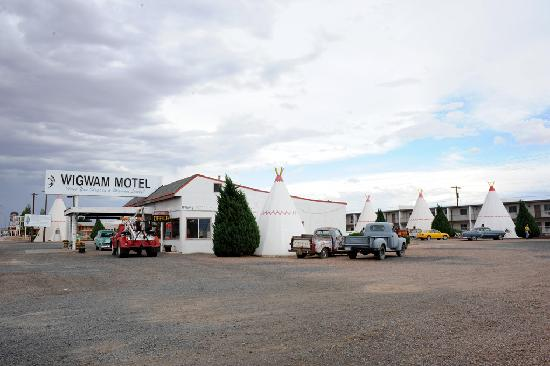 Wigwam Motel: Front Office
