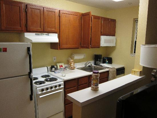 TownePlace Suites Newark Silicon Valley: The Kitchen