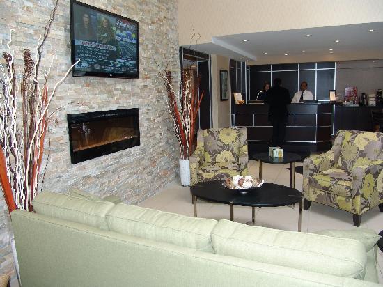 Comfort Inn East: Lobby