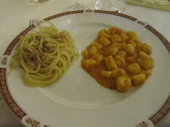 Al Boccalon: Bis spaghetti con fasolari e gnocchetti con sugo capesante