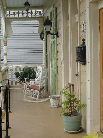 Maison Perrier: Front Porch