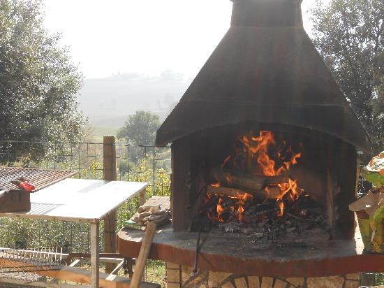 Podereilbiancospino: Outdoor grill