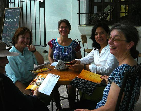 Cafe Antigua : Friends at the next table.