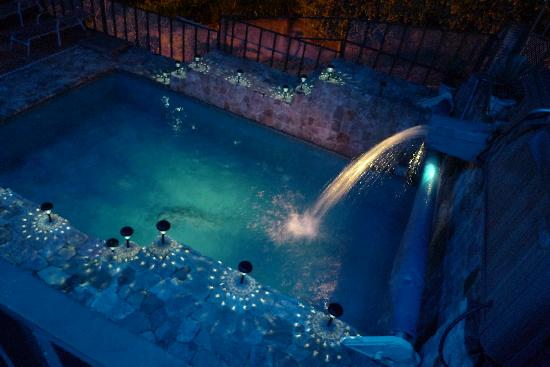 Mirador B&B: Crystal clear heated pool
