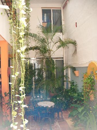 Hotel Pension San Juan: View of the inside/ vista de adentro