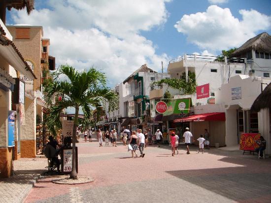 Hotel Pension San Juan: 5ta Ave Playa del Carmen x calle 6y8