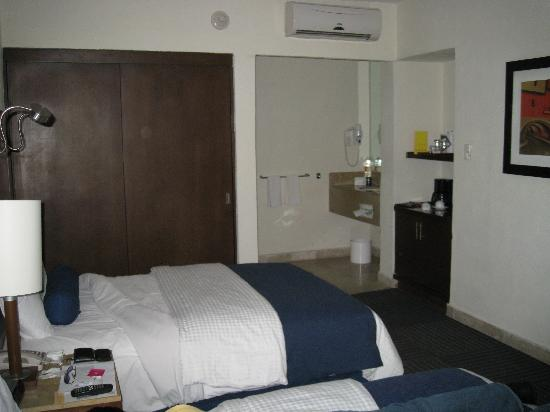 Camino Real Guanajuato: Nice & clean room with double bed.