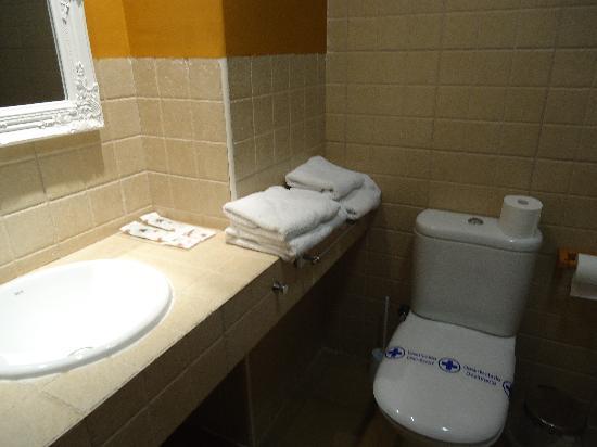 Hotel Valdelinares: baño