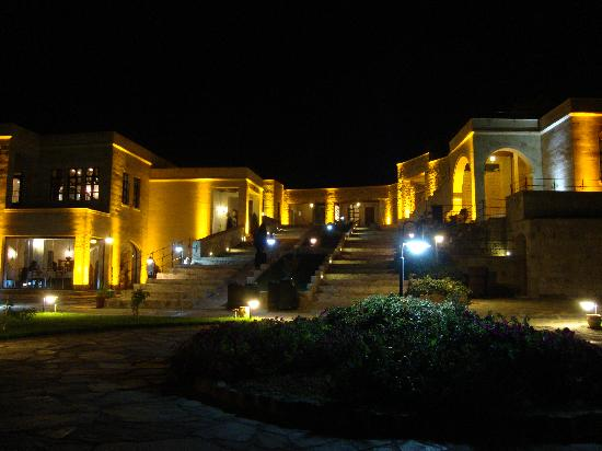 MDC Hotel : Hotel at night
