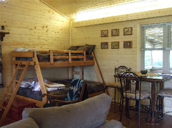 Rim Rock's Dogwood Cabins: Coyote Hollow
