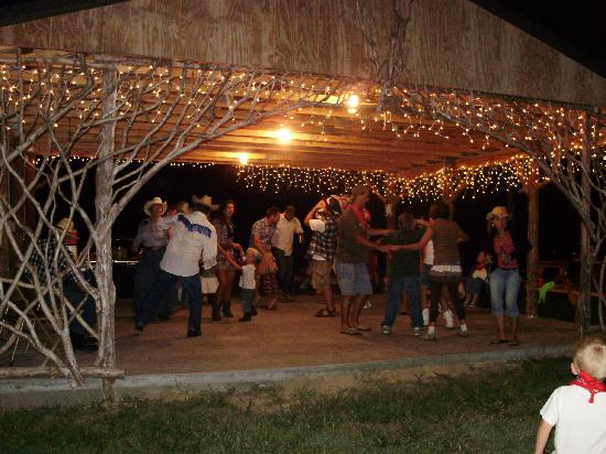 Rim Rock's Dogwood Cabins: Pavilion is a great place for a party