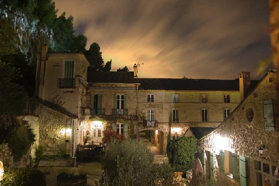 Moulin de la Roque: The Moulin on a beautiful night