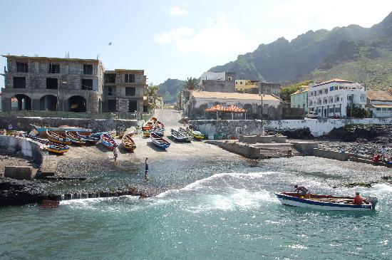 Ribeira Grande, Kap Verdeöarna: Blick vom (kleinen) Hafen in den Ort