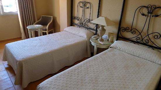 Alboran Algeciras: Beds