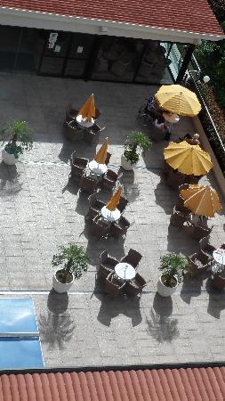 Spring Hotel Bitacora: outside seating for main bar
