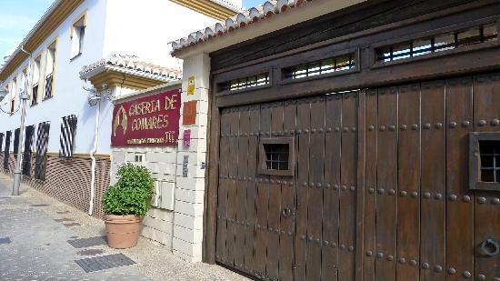 Caseria de Comares: Front entrance