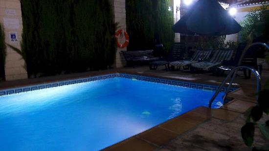 Caseria de Comares: Pool at night