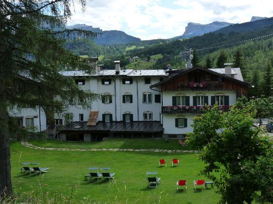 Menardi Hotel: Back of Menardi
