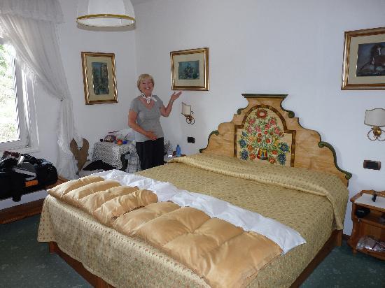 Menardi Hotel: Interior Room