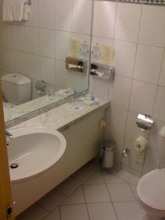 Maritim Hotel Gelsenkirchen: Bathroom