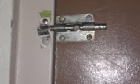 Days Inn Willoughby/Cleveland: Picture of the lock keeping you safe