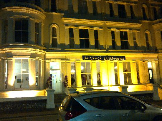 da Vinci Eastbourne: Outside by night