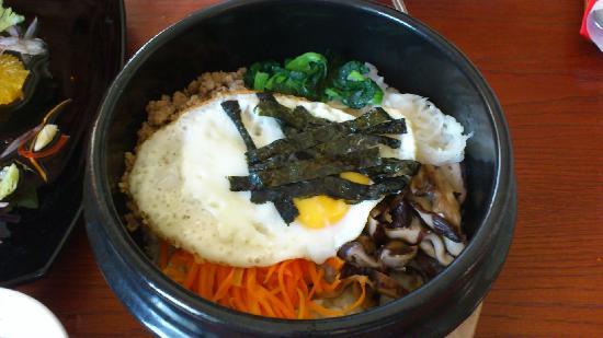 Sushi Akiyama : Bibimbap (rice in hot bowl)