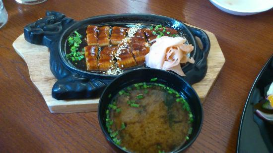 Sushi Akiyama : Uanagi in Hot Plate
