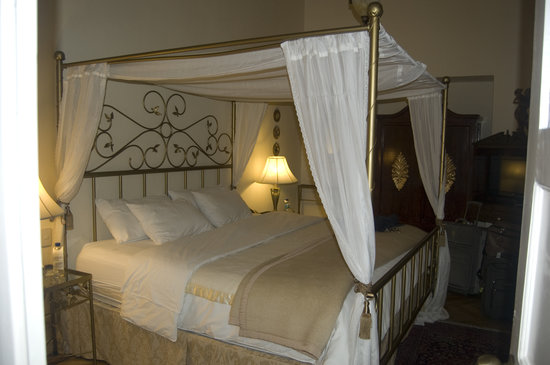 Boutique Hotel Mansion del Angel: 4 poster bed
