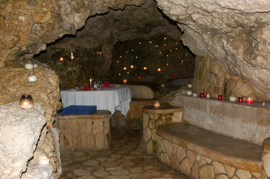 The Caves: Cave Dining