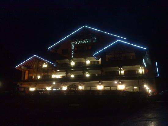 Hotel Tyrolia: by night