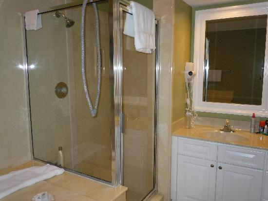 Carolina Club by Spinnaker Resorts: Shower