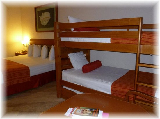 Crown Paradise Club Cancun: Bunk beds and king