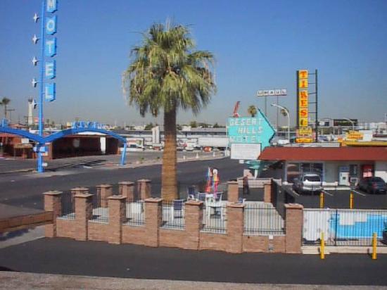 Desert Hills Motel: Front View