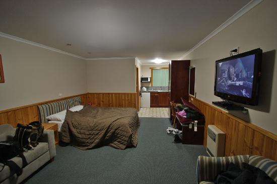 Kentish Hills Retreat: large spacious room