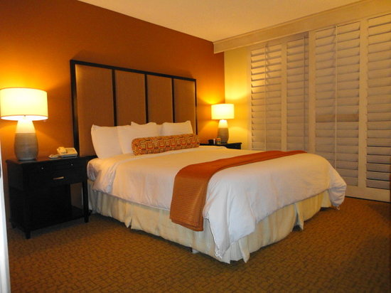 Welk Resort Palm Springs - Desert Oasis: Comfy, spacious bedroom and bed