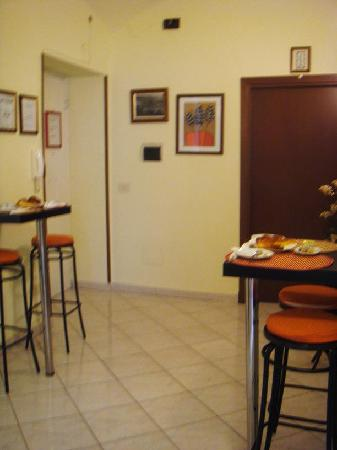 Roman and Italian Bed and Breakfast: entrance
