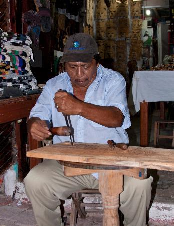 Puerto Morelos Artists' Cooperative: Artist at work