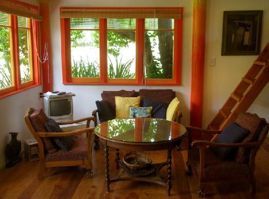 Foley's Creek: The Hayshed's living room