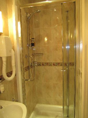 The Kennard: Nice shower!