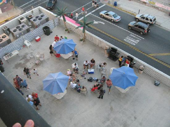 Beach Terrace Motor Inn: view of the deck from 8th floor