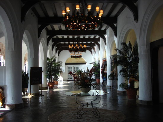 Montauk Manor: Ornate interior hall