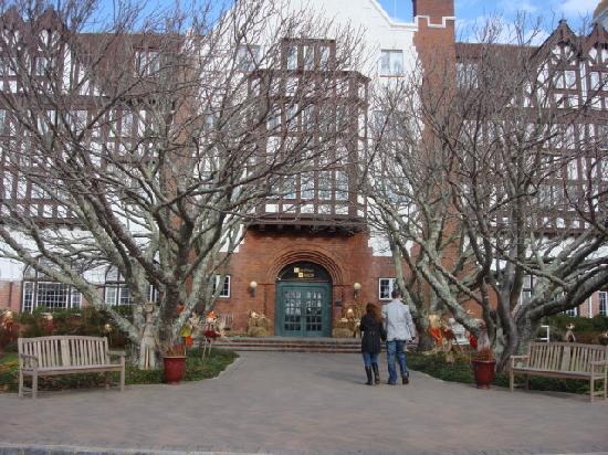 Montauk Manor: Main entryway