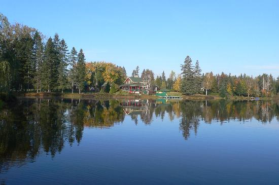 Serenita Spa Auberge: blue lake