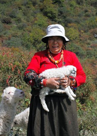 Zhuo Ma's Jiuzhaigou Home Stay : Hiking & Herding with Amma