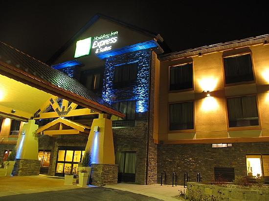 Holiday Inn Express & Suites Helena: The Hotel from the outside