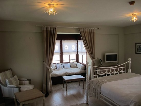 Alacati Kapari Hotel: Queen Room with Window Seat