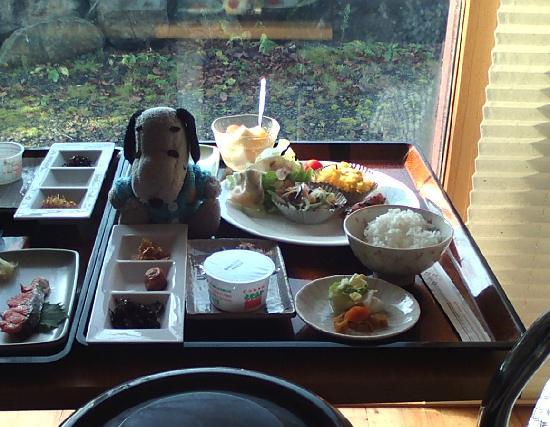 Yugomorinoyado Adagio: 朝食の部屋食、温泉あがり髪が濡れたままでもOKの気軽さ