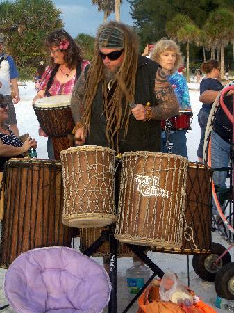 Siesta Beach: Drummer