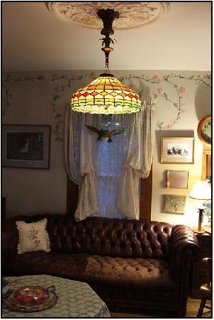 Hilltop Inn : Living Room